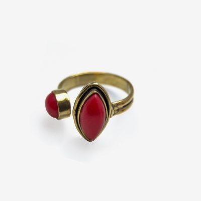 anillo de piedras de colores