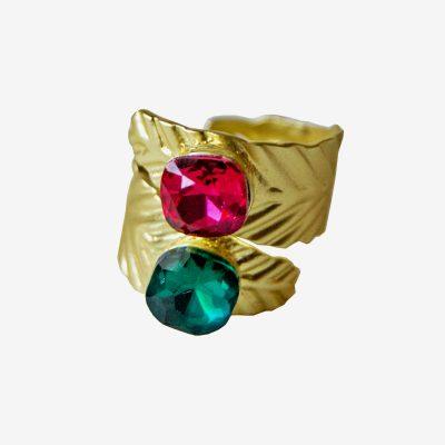anillo dorado con cristales