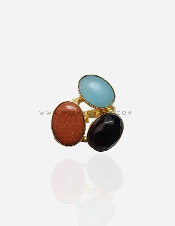 anillo triple de piedras