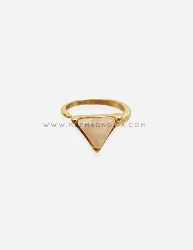 anillo minimalista con forma de triangulo