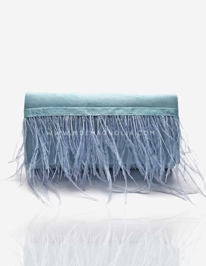 bolso azul con plumas