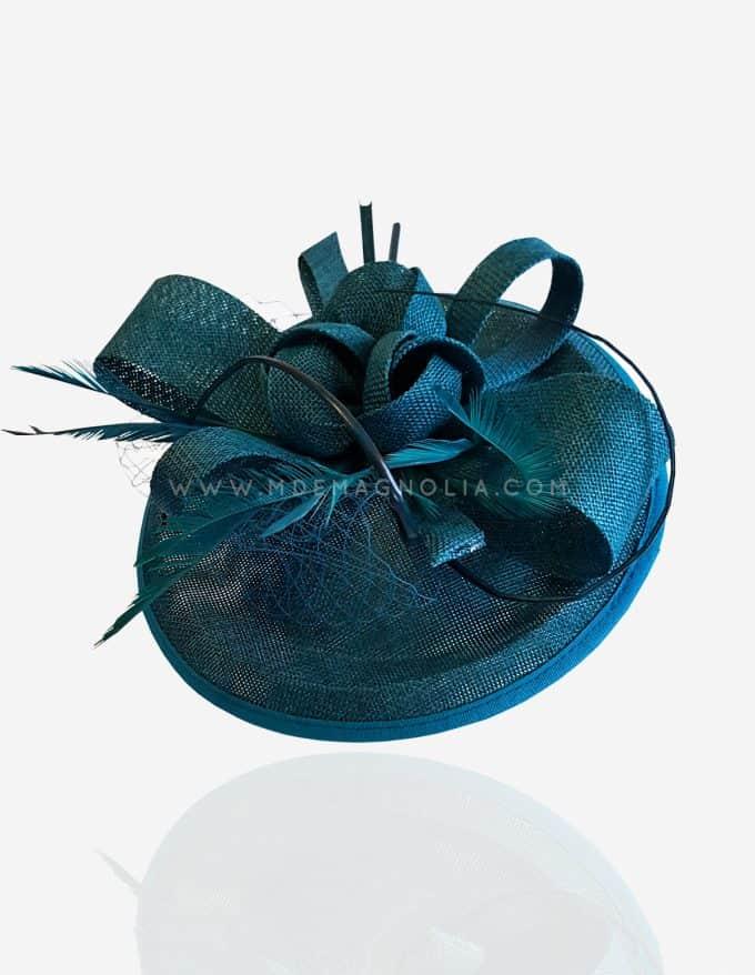 tocado azul con redecilla y plumas