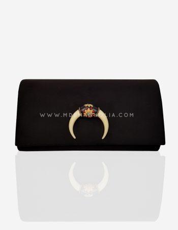 bolso negro con cuerno