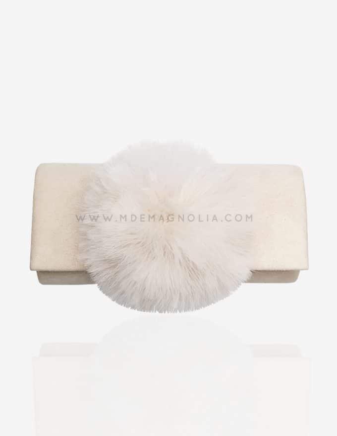 bolso con pompon blanco