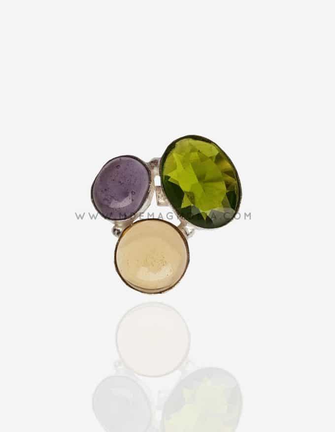 anillo de piedra verde