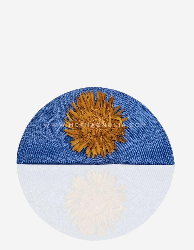 bolso abanico azul con flor mostaza