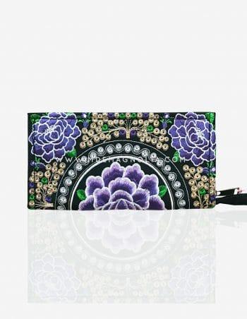 bolso bordado con flores moradas