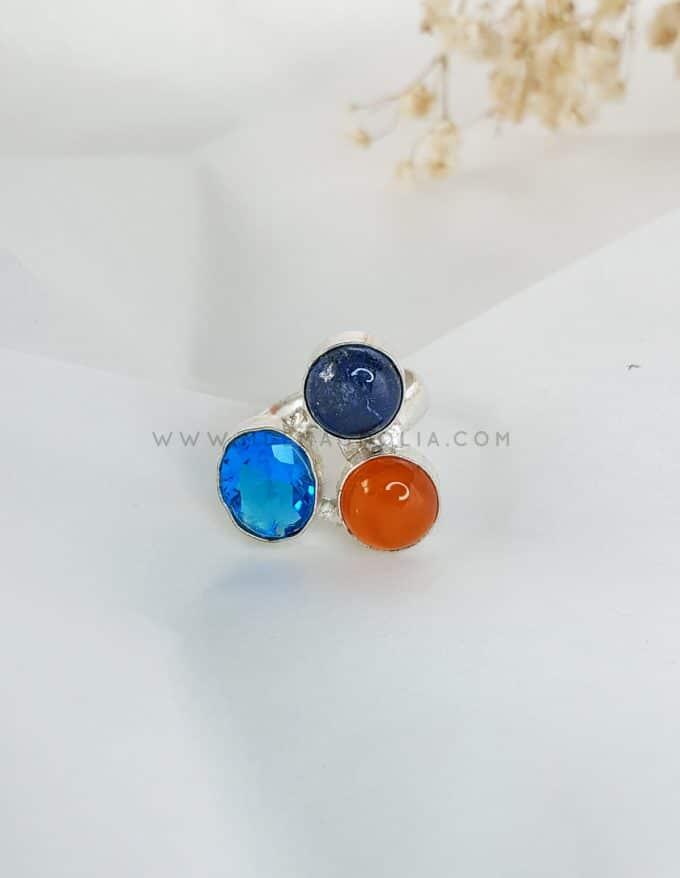 anillo de piedras hecho a mano