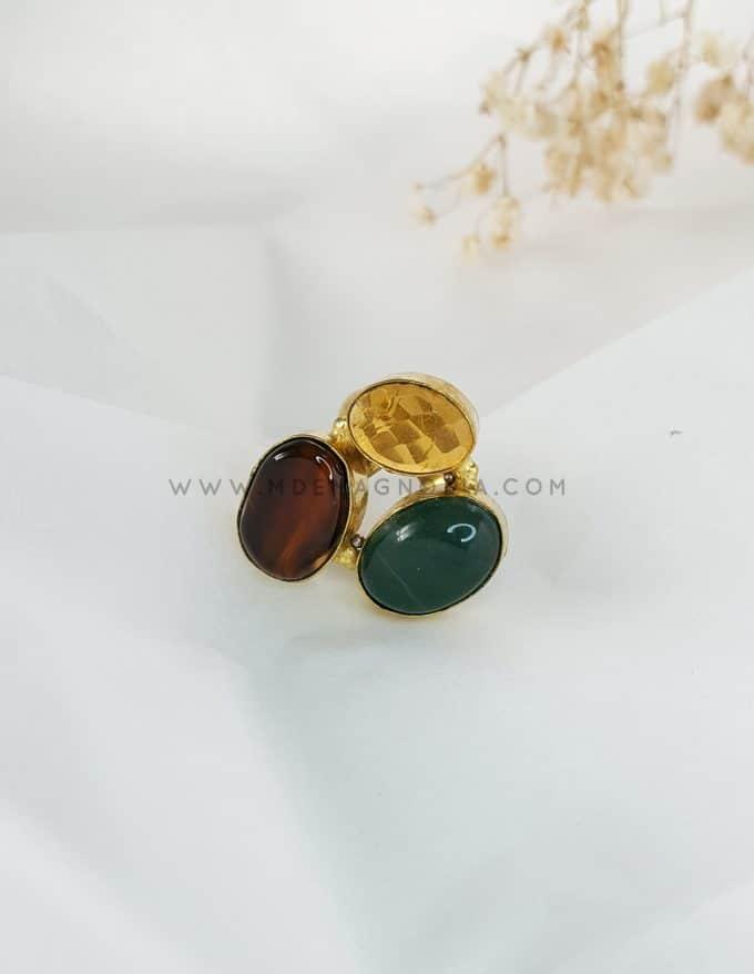 anillo marrón y verde