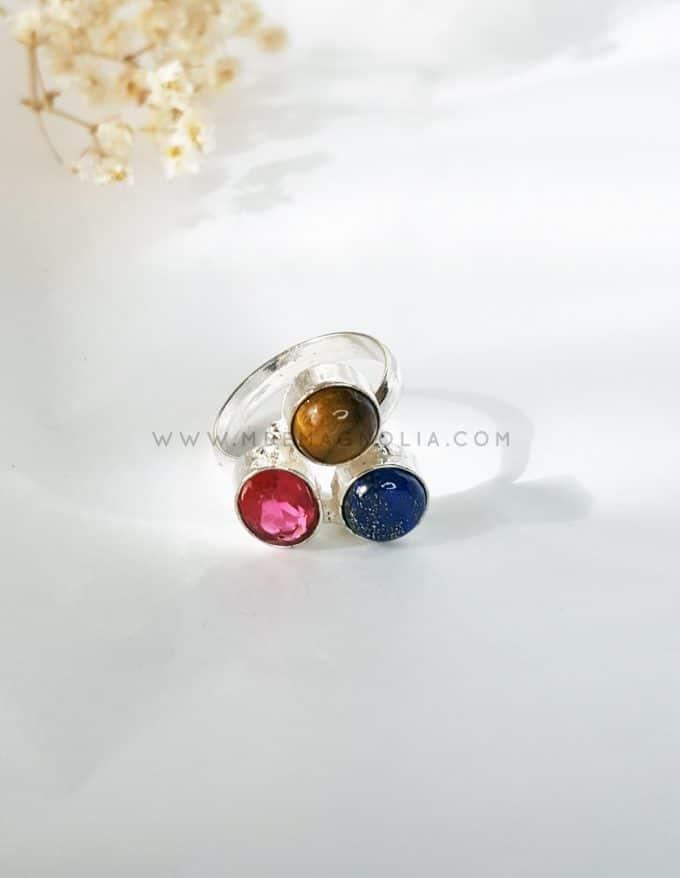 anillo rosa azul y marrón