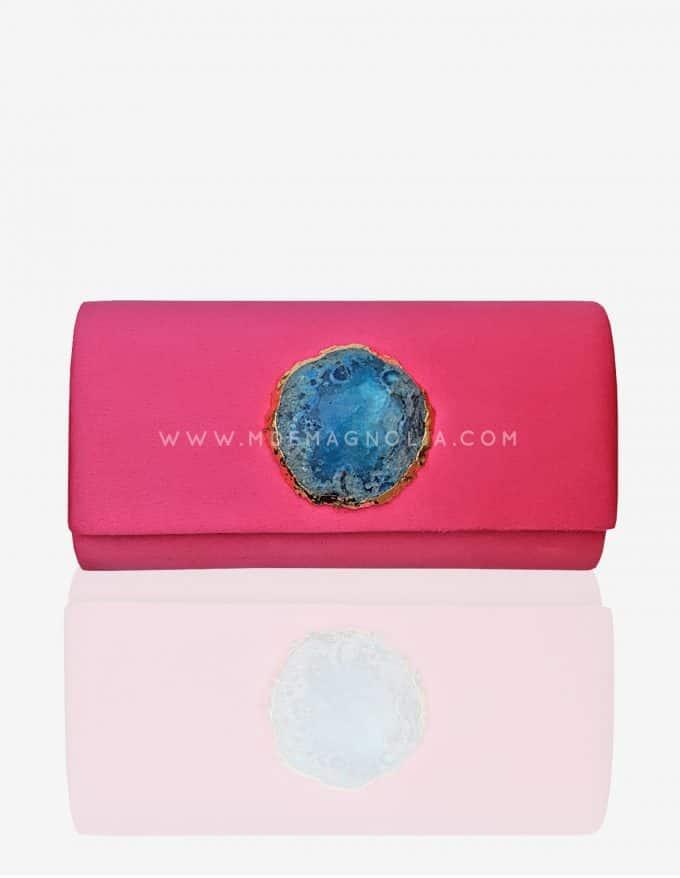 bolso fucsia con piedra azul