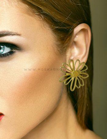 pendientes de flores doradas