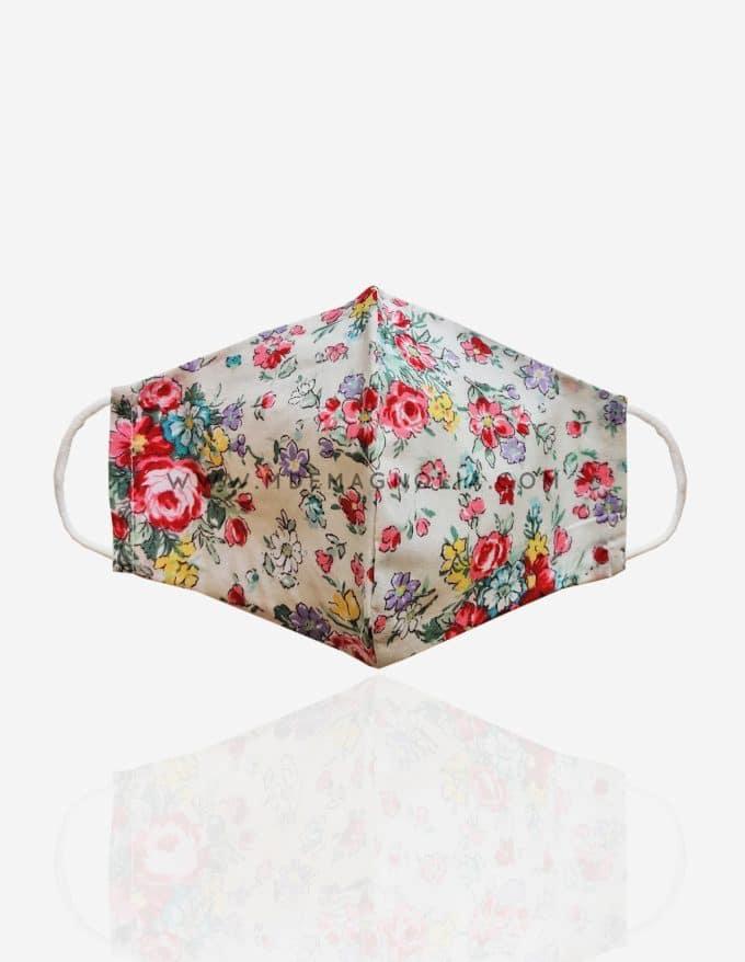 mascarilla de tela con estampado floral