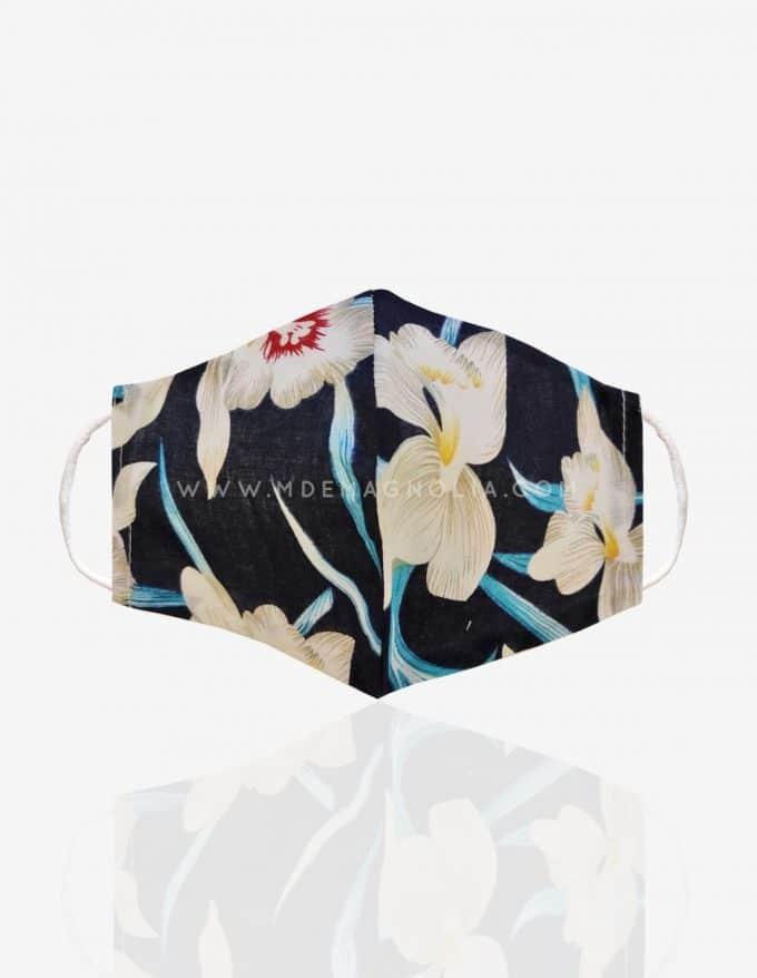 mascarilla de tela con flores azules grandes