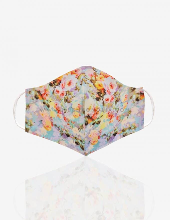 mascarilla de tela con flores lilas